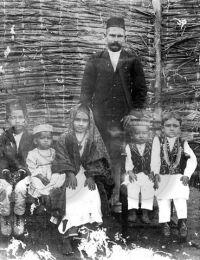 La famille Vally RAMDJEE GANGDJEE à Ambohibe,Ambohibe, Madagascar,1935,,Colection Privée